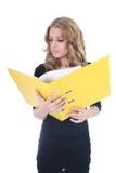 Donna di affari con il dispositivo di piegatura giallo Immagine Stock Libera da Diritti