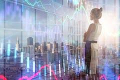 Donna di affari con il grafico dei forex immagine stock libera da diritti