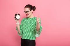 Donna di affari con il panino e gli orologi dei capelli fotografie stock