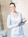 Donna di affari con il pc della compressa Immagine Stock