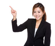 Donna di affari con il punto del dito da parte Fotografia Stock Libera da Diritti