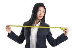 Donna di affari con il righello Fotografia Stock Libera da Diritti