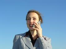 Donna di affari con il telefono Fotografie Stock Libere da Diritti