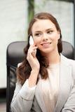 Donna di affari con il telefono delle cellule Fotografie Stock Libere da Diritti