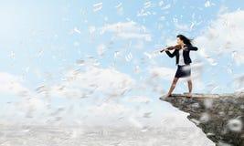 Donna di affari con il violino Fotografia Stock
