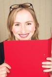 Donna di affari con l'archivio rosso Fotografia Stock Libera da Diritti