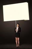 Donna di affari con la carta di Post-it Immagini Stock Libere da Diritti