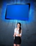 Donna di affari con la compressa brillante Fotografia Stock Libera da Diritti