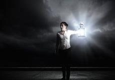 Donna di affari con la lanterna Immagine Stock Libera da Diritti
