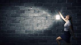 Donna di affari con la lanterna Fotografie Stock Libere da Diritti