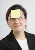 Donna di affari con la nota appiccicosa Fotografia Stock Libera da Diritti