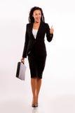 Donna di affari con la sua cartella - camminando Immagini Stock