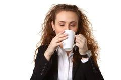 Donna di affari con la tazza fotografie stock