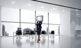 Donna di affari con la TV invece della testa Immagini Stock Libere da Diritti