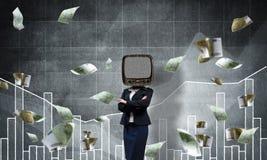Donna di affari con la vecchia TV invece della testa Fotografie Stock Libere da Diritti
