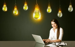 Donna di affari con le lampadine di idea Fotografia Stock Libera da Diritti