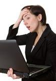 Donna di affari con preoccuparsi del computer portatile Fotografia Stock Libera da Diritti
