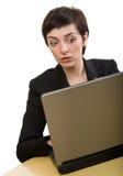 Donna di affari con preoccuparsi del computer portatile Immagini Stock Libere da Diritti