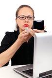 Donna di affari con rossetto e lo specchio rossi Fotografia Stock Libera da Diritti