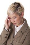 Donna di affari con un'emicrania. Fotografia Stock