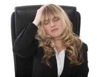 Donna di affari con un'emicrania o un'emicrania Fotografia Stock