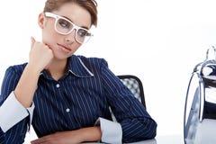 donna di affari con un grande orologio Immagine Stock Libera da Diritti