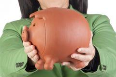 Donna di affari con un moneybox Fotografie Stock Libere da Diritti