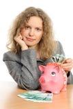 Donna di affari con una banca piggy immagini stock