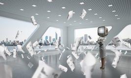 Donna di affari con una vecchia TV invece della testa Fotografie Stock Libere da Diritti