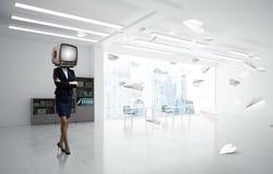 Donna di affari con una vecchia TV invece della testa Fotografie Stock