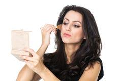 Donna di affari con uno specchio di trucco fotografie stock