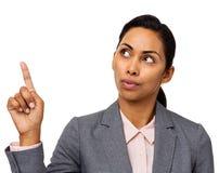 Donna di affari confusa Pointing Upwards Fotografia Stock Libera da Diritti