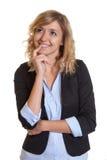 Donna di affari di pensiero con capelli biondi ricci Fotografia Stock Libera da Diritti