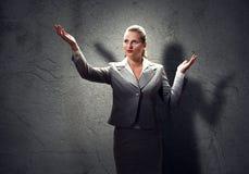 Donna di affari di preghiera fotografie stock libere da diritti