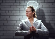 Donna di affari di preghiera immagine stock libera da diritti