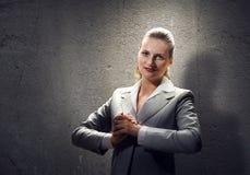 Donna di affari di preghiera fotografia stock libera da diritti