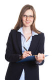 Donna di affari di risata con i vetri che fanno le note Immagini Stock