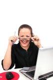Donna di affari di Smilling con i vetri in mani Immagini Stock Libere da Diritti