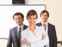 Donna di affari e la sua squadra. Immagine Stock