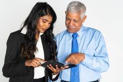 Donna di affari ed uomo indiani sul lavoro fotografia stock
