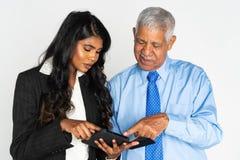 Donna di affari ed uomo indiani sul lavoro immagine stock libera da diritti