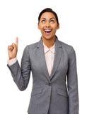 Donna di affari emozionante Pointing Upwards Immagine Stock Libera da Diritti
