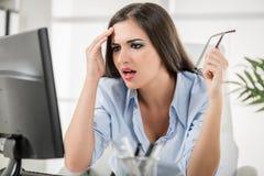 Donna di affari esaurita Immagini Stock