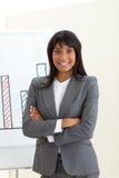 Donna di affari etnica con le braccia piegate Fotografie Stock