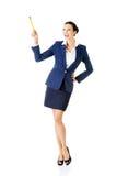 Donna di affari felice attraente con la penna Immagine Stock Libera da Diritti