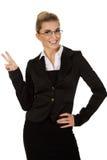 Donna di affari felice che mostra il segno di vittoria Fotografia Stock Libera da Diritti
