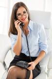 Donna di affari graziosa Phoning Fotografia Stock Libera da Diritti
