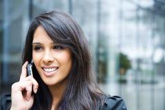 Donna di affari indiana sul telefono Fotografie Stock Libere da Diritti