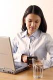 Donna di affari lavorante Fotografia Stock