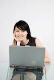 Donna di affari lavorante Fotografie Stock Libere da Diritti